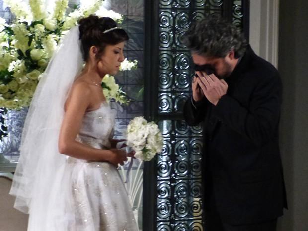 Zé enxuga as lágrimas  (Foto: Gshow)