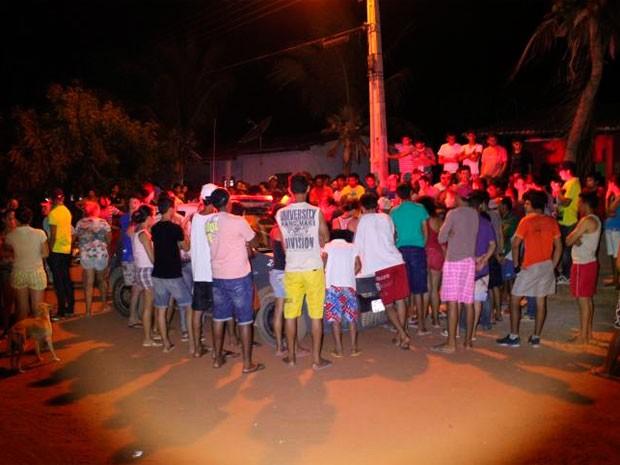 Uma das vítimas foi morta na calçada de casa, no assentamento Maísa, em Mossoró (Foto: Marcelino Neto)