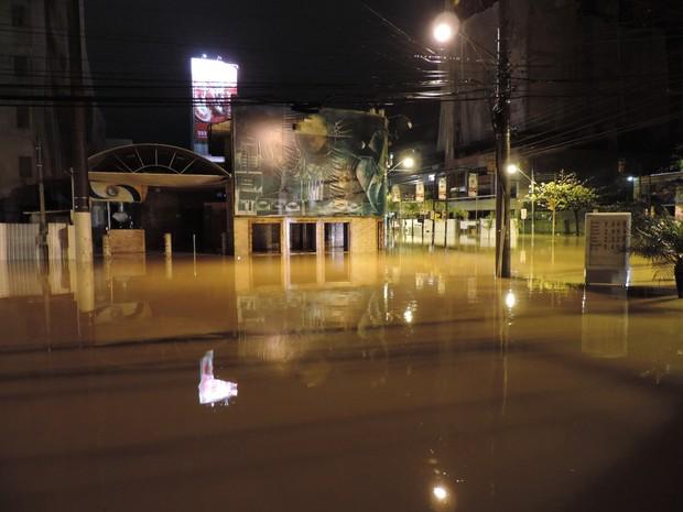 Chuva alagou diversas ruas de Blumenau e outras cidades do Vale do Itajaí (Foto: Jaime Batista da Silva/Divulgação)