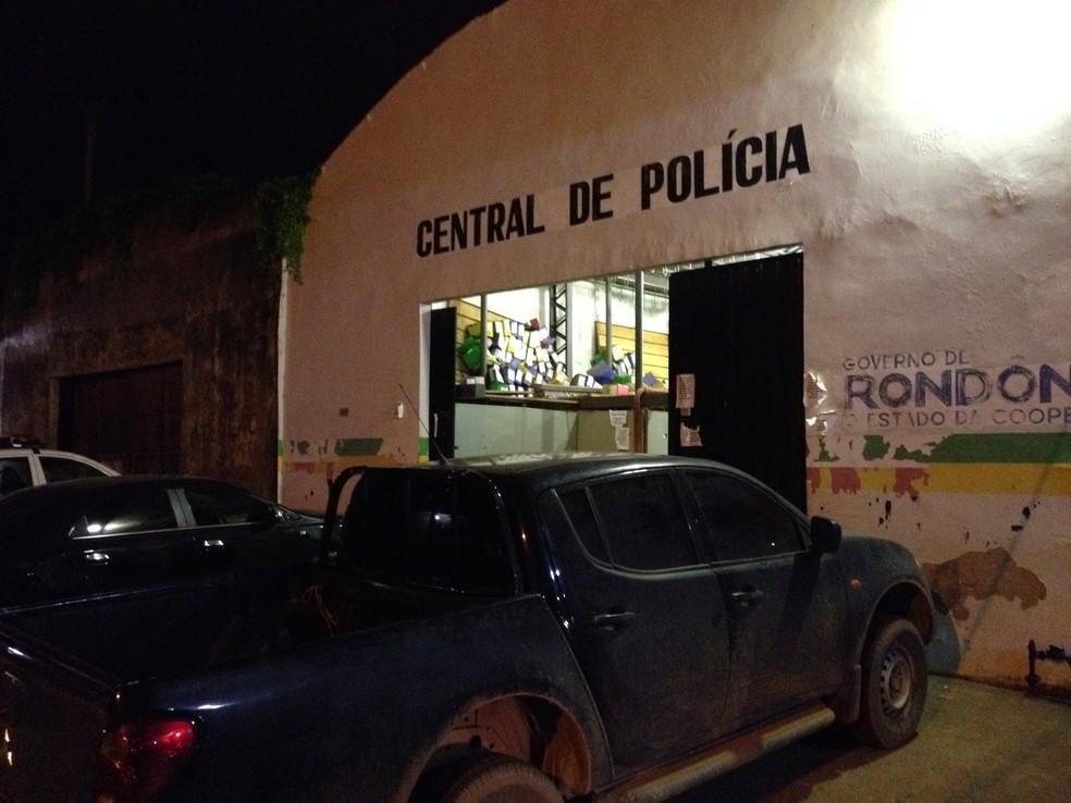 O suspeito e o menor infrator foram encaminhados para  a Central de Polícia em Porto Velho (Foto: Matheus Henrique/Arquivo Pessoal)