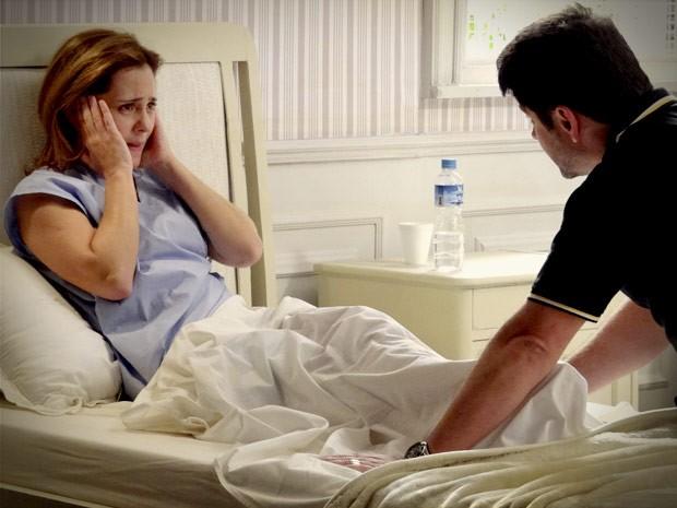 Mas é só o marido entrar no quarto para a megera fazera  fofa... (Foto: Avenida Brasil/TV Globo)