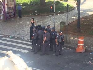 Agentes da PM foram acionados e tiveram que agir para impedir tumulto (Foto: Solange Freitas / G1)