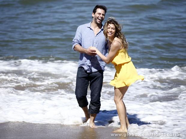 Grazi Massafera e Henri Castelli rodam cenas de Ester e Cassiano (Foto: Flor do Caribe/TV Globo)