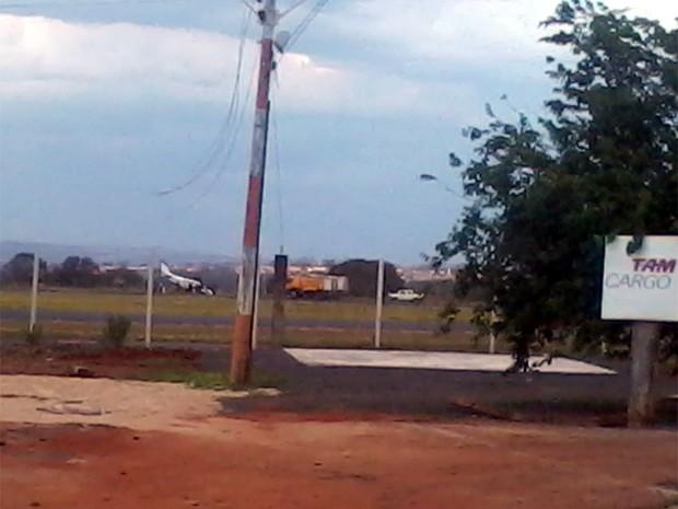 Aeronave teve problemas e acabou batendo na pista do Leite Lopes (Foto: Márcio Laerte Maio/ Arquivo Pessoal)