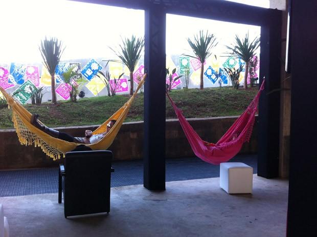 Público pode dormir em redes no espaço Lolla Lounge (Foto: G1)