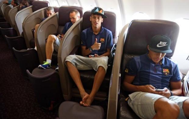 Neymar em voo do Barcelona para a Ásia (Foto: Site oficial do Barcelona)