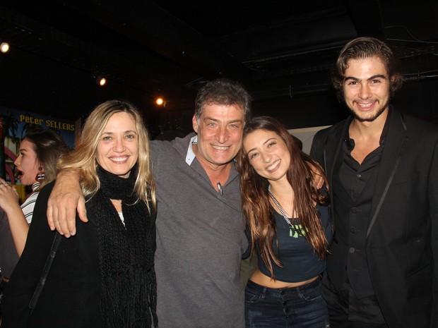 Silvana, Giuseppe Oristanio, Julia Oristanio e Rafael Vitti em estreia de peça na Zona Oeste do Rio (Foto: Rogerio Fidalgo/ Ag. News)