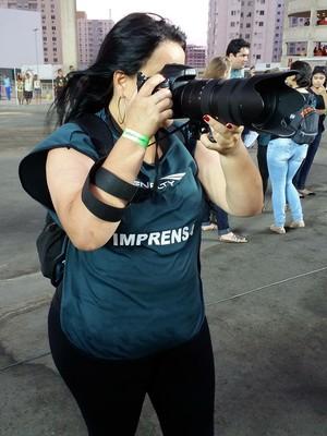 A fotógrafa Jana Aguiar trabalhou no jogo do Flamengo, seu time de coração (Foto: Richard Pinheiro/GloboEsporte.com)