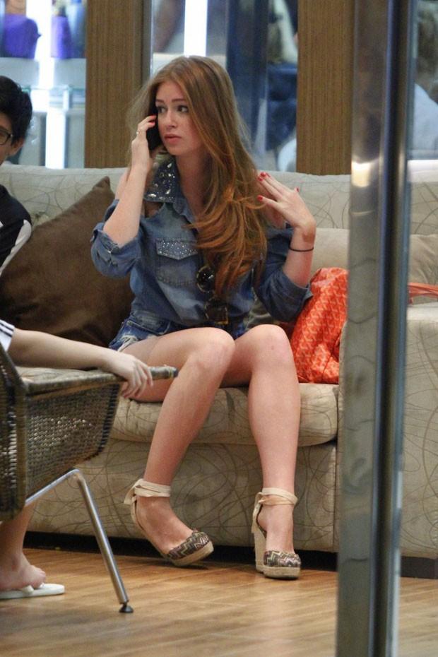Marina Ruy Barbosa em shopping do Rio (Foto: Marcos Ferreira / Foto Rio News)
