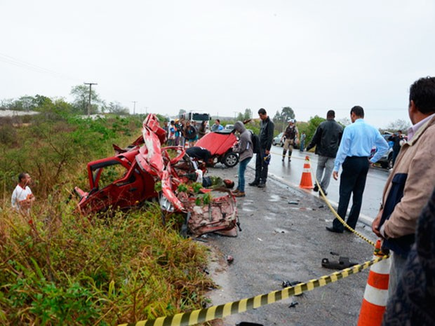 Carro parte carro ao meio e mata homem em Vitória da Conquista (Foto: Anderson Oliveira | Blog do Anderson)