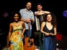 Espetáculo Duas & Dois é apresentado no Café-Teatro Rubi