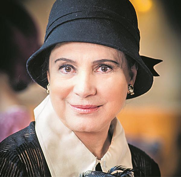 """Regina caracterizada como a Madame Lucérne da novela das 6: """" (Foto: TV Globo/ João Miguel Junior )"""