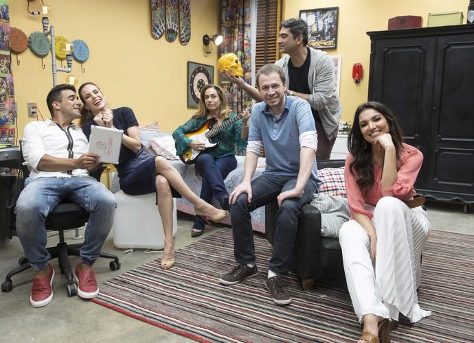 Apresentadores do programa ficam em clima descontraído no quarto do 'É de casa' (Foto: Renato Rocha Miranda/ TV Globo)