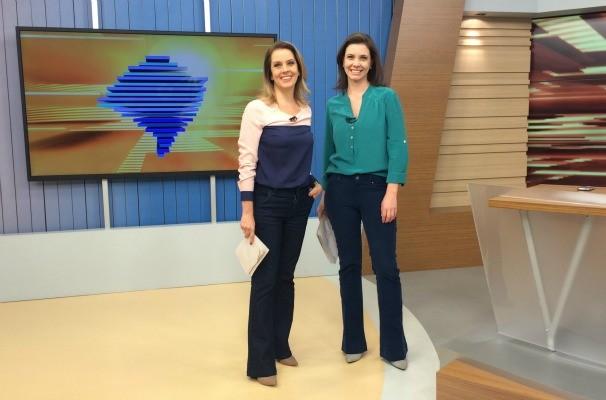 Daniela Ungaretti e Simone Lazzari apresentam juntas o Bom Dia Rio Grande (Foto: Joyce Silva/RBS TV)