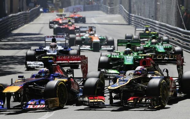Daniel Ricciardo e Romain Grosjean durante o GP de Mônaco (Foto: AFP)