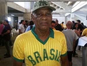 Alberi - ídolo do ABC - velório de Marinho Chagas (Foto: Jocaff Souza/GloboEsporte.com)