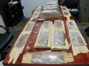Operação em Ariquemes (RO) descobriu 60 kg de pasta-base de cocaína escondidos em portas e janelas ocas. Produto seria enviado para Governador Valadares.  (Foto: Ministério Público/ Divulgação)