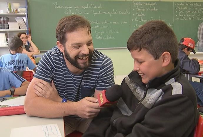 Projeto inovador ensina os alunos através de aplicativo (Foto: Reprodução / TV TEM)