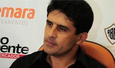 Wallace, treinador Villa Nova-MG (Foto: Divulgação)