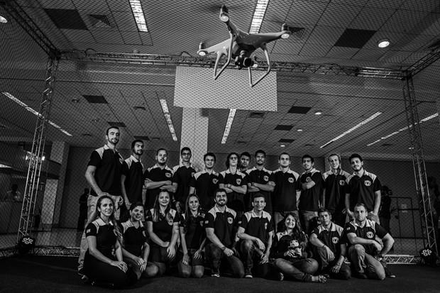 Ideias;Tecnologia;Ciência;Drone;Time Parte do grupo da Black Bee Drones, que ficou em terceiro lugar em uma competição de drones, na Alemanha (Foto: Fabiano Accorsi)