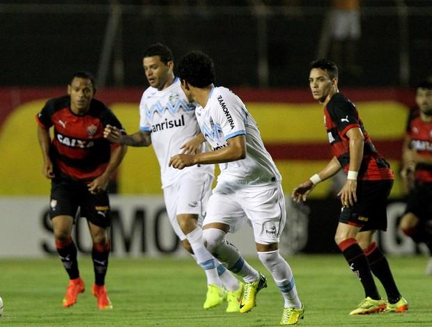 Lance de Vitória e Grêmio Série A (Foto: Agência Getty Images)