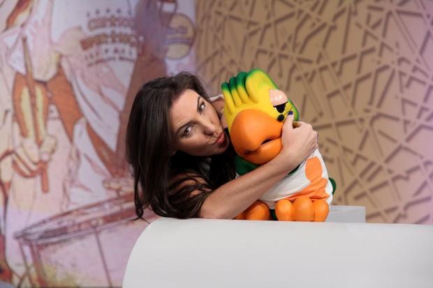 "Glenda Kozlowski beija Louro José no ""Criança Esperança 2013"" (Foto: Alex Palarea / AgNews)"