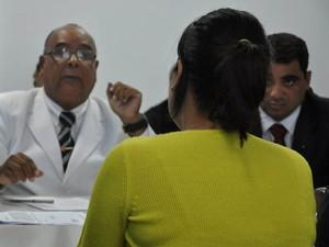 Advogados dos réus fazem perguntas à ginecologista (Foto: Divulgação/Tribunal de Justiça)