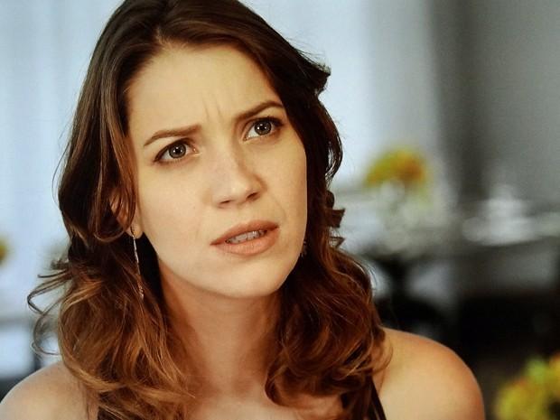 Laura fica impressionada ao descobrir o plano de Marcos (Foto: TV Globo)