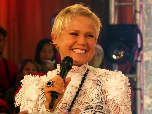 A apresentadora agradece o carinho da plateia (Foto: TV Xuxa/Tv Globo)