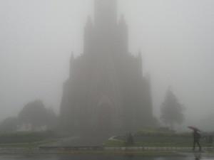 Catedral de Pedra foi encoberta pela neblina em Canela (Foto: Manoel Souza/RBS TV)