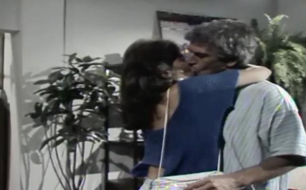 Paula beija Fábio