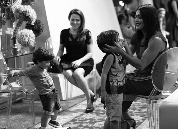 Fofos! Os pequenos conquistaram a todos no estúdio (Foto: Raphael Dias/Gshow)