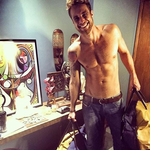 Ex-BBB Daniel Manzieri posa sem camisa (Foto: Instagram/ Reprodução)