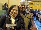 Mulher espera 9h para agradecer padre Marcelo Rossi por cura