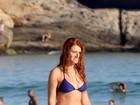 Mariah Rocha aproveita fim de tarde com o filho na praia