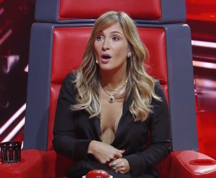 Claudia Leitte fica surpresa com a voz de candidato (Foto: TV Globo)