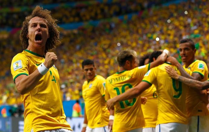 David Luiz gol Brasil x Camarões (Foto: Getty Images)