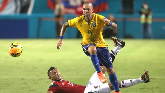 Diego Tardelli, Brasil X Colômbia (Foto: Bruno Domingos / Mowa press)
