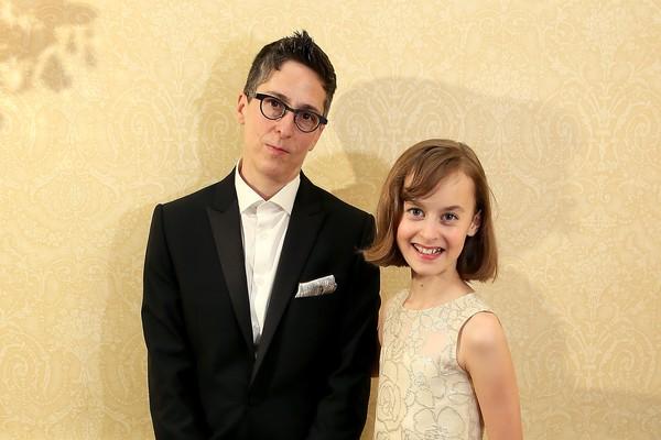 Alison Bechdel e Sydney Lucas no Tony Awards, em que 'Fun Home' foi escolhido melhor musical (Foto: Getty Images)