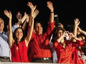 Fernando Haddad celebra a vitória ao lado de familiares e apoiadores na Avenida Paulista (Foto: Vagner Campos/G1)