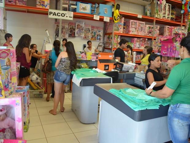 Comerciantes de Cacoal estão confiantes no aumento das vendas de brinquedos. (Foto: Rogério Aderbal)