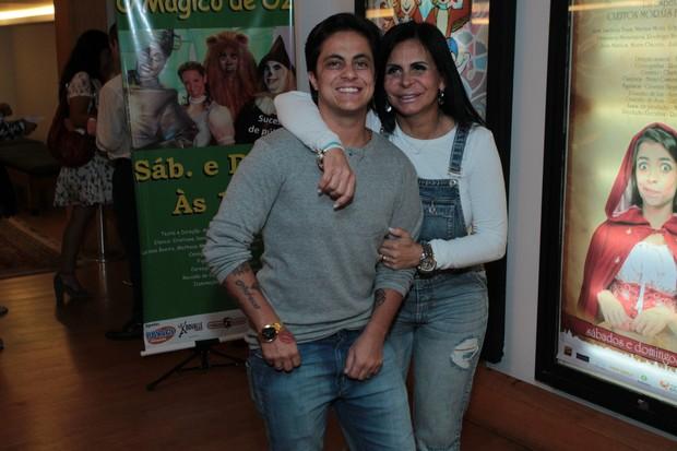 Thammy e Gretchen assistem a peça no Rio (Foto: Marcello Sá Barretto / AgNews)