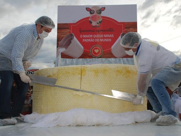 Em 2014, Queijo Minas de Ipanema foi certificado como o maior do mundo com 1,7 tonelada. (Foto: Divulgação/Ascom Ipanema)