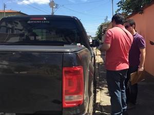 Carro da vítima foi encontrado no Bairro Edgar Pereira (Foto: Natália Jael/ Inter TV)