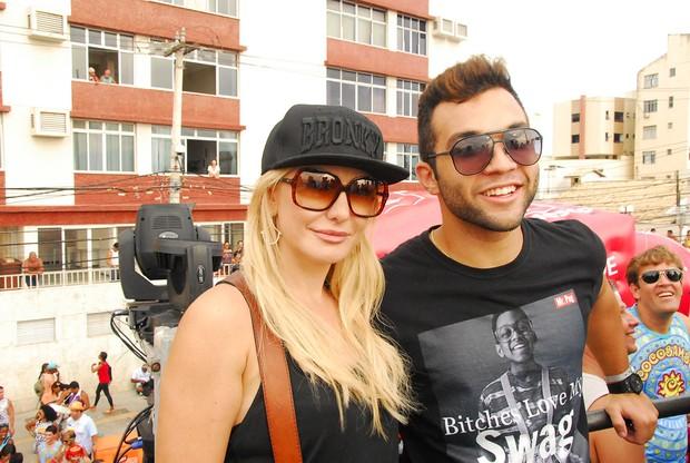 Antônia Fontenelle e Jonathan Costa em Salvador (Foto: Marcelo Machado / AgHaack)