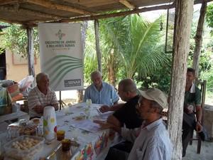 Para elaborar o texto da apresentação o instrutor João da Mata entrevistou algumas pessoas da comunidade (Foto: Diego Souza)