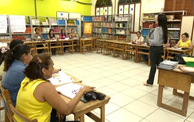Professores recebem noções básicas sobre o empreendedorismo e vão aplicar o conhecimento para os alunos (Foto: Bom Dia Amazônia)