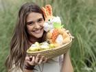 De volta à infância! Juliana Paiva ama a tradição do coelhinho de Páscoa; confira as fotos!