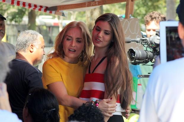 Camila Queiroz e Angelica  (Foto: Jc Pereira/AgNews)