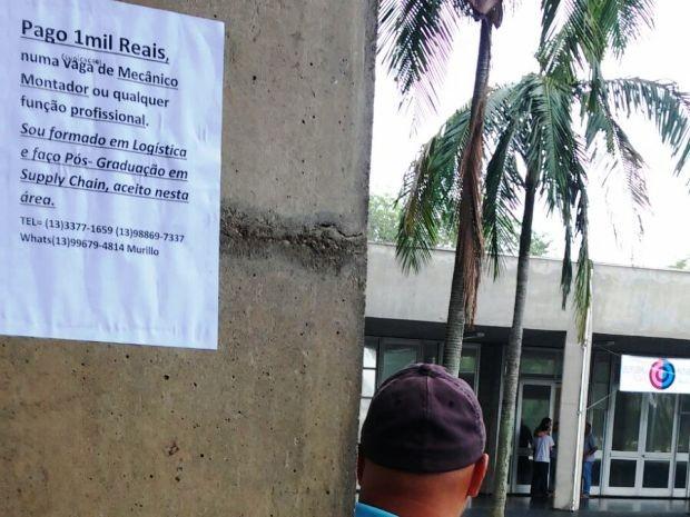 Diversos cartazes foram colados próximo ao Paço Municiapl (Foto: Edson Almeida/Arquivo Pessoal)